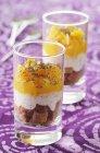 Geschichtete Dessert mit Orangen — Stockfoto