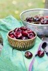 Gresh (Греш) косточек вишни в миске — стоковое фото