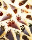 Ассорти в конусах для выпечки пергамента — стоковое фото