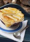 Torta di manzo con pasta sfoglia — Foto stock