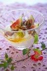 Joghurt mit frischen Feigen — Stockfoto