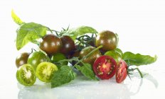 Green and red cherry tomatoes — Stock Photo