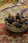 Инжир, физалис и шелковицы — стоковое фото