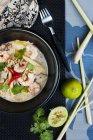 Тайский карри суп с лапшой — стоковое фото