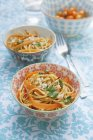 Jus de carotte et de pâtes spaghettis — Photo de stock