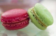 Macarons rouges et verts — Photo de stock