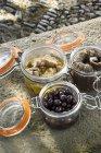 Olive, acciughe e conserve di tonno — Foto stock