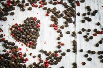 Red and black peppercorns — Stock Photo