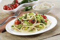 Bucatoni pasta con asparagi — Foto stock