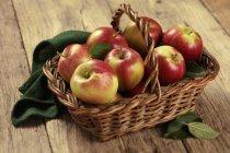 Frische Äpfel Braeburn — Stockfoto