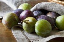 Prugne fresche e greengages — Foto stock