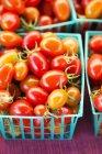 Bio Cherry-Tomaten — Stockfoto