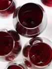 Vasos con vino tinto - foto de stock