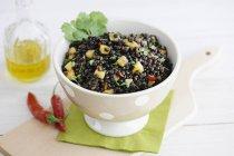 Ensalada de lentejas con mango - foto de stock