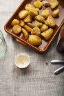 Печь жареный картофель с майонезом — стоковое фото