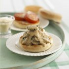 Muffin inglesi con funghi — Foto stock