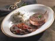 Medaglione di manzo con riso — Foto stock