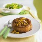Yorkshire Pudding mit Wurst — Stockfoto