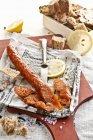 Salchicha de pescado caseros - foto de stock