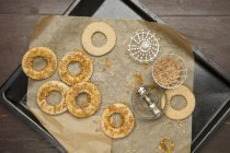 Round biscuits on tray — Stock Photo