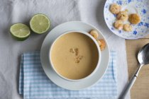 Top view of prawn and coconut soup with limes — Stock Photo