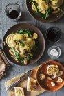 Pasta dei ravioli con spinaci — Foto stock