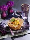 Insalata di frutta esotica in pasticceria ciotola — Foto stock