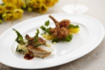 Meat on stinging nettle polenta and salad — Stock Photo