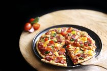 Pizza with vegetables and sausage — Stock Photo