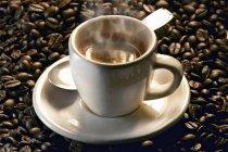 Dampfende Tasse Espresso — Stockfoto