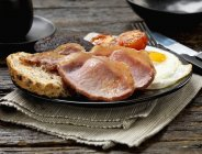 English breakfast with black pudding — Stock Photo