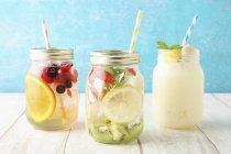 Tè al gelsomino con frutta — Foto stock