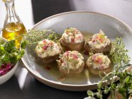 Closeup view of stuffed mushrooms with herbs and oil — Stock Photo