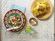 Ceviche aund gegrillte Maiskolben — Stockfoto