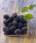 Heap of Blackberries with leaves — Stock Photo