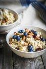 Porridge con mirtilli e mandorle — Foto stock
