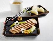 Closeup view of Kamoniku no Yakizuke marinated duck with vegetables — Stock Photo