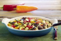 Carne e verdura cuociono — Foto stock