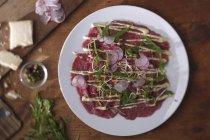 Карпаччо з яловичини з редис — стокове фото