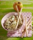 Салат из капусты кольраби и Apple — стоковое фото