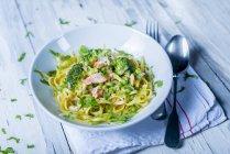 Linguine pasta with salmon — Stock Photo