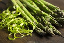 Green asparagus with peelings — Stock Photo