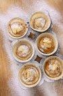 Мини-пирожки с хлопья миндаля — стоковое фото