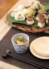 Vista elevata di cibo diverso giapponese con le bacchette — Foto stock