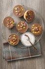 Pasteles con glaseado de chocolate - foto de stock