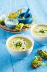 Courgette soup with chervil pesto — Stock Photo