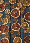 Getrocknete Scheiben von Zitrusfrüchten — Stockfoto