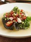 Кукурудза салат в бульйоні — стокове фото
