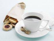 Tazza di caffè con zucchero — Foto stock