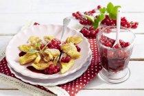 Pancake con composta di ribes rosso — Foto stock